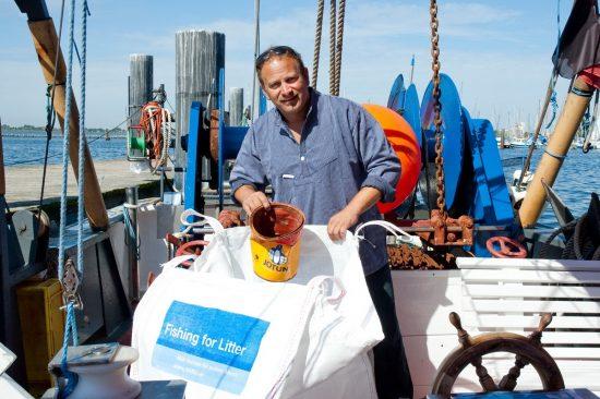 2016_08_30_Fishing-for-litter_2_Fischer_Gunnar_Gerd-Hansen_Fehmarn_NABU_Andrea_Hentschel_Bildgröße ändern