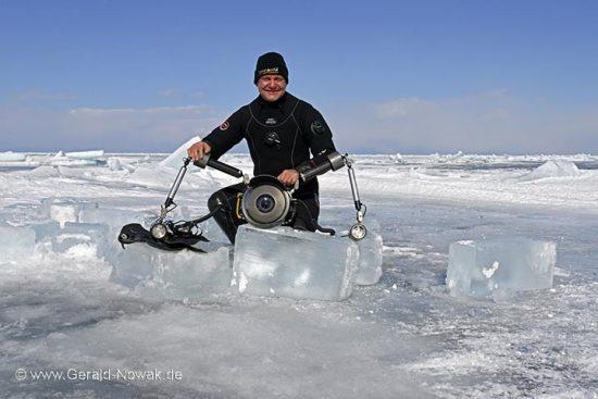 Eistauchen am Baikalsee, Sibirien, Russland